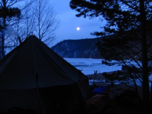 Лагерь на мысе Черном в темноте...