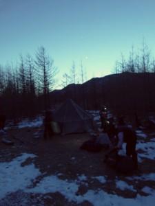 Третий лагерь ставили ночью
