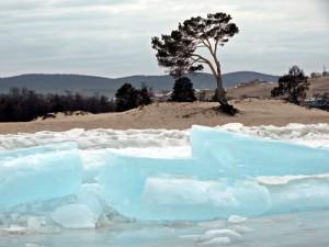 Песчано -ледяной пейзаж поселка Хужир